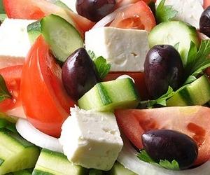Греческий салат (Horiatiki)
