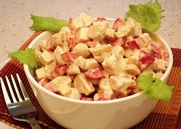salat s kuricey gotovyj recept